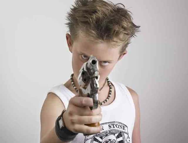 Вред от игры в игрушечное оружие картинка