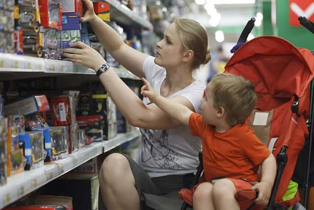 Как выбрать игрушку ребенку по возрасту фото